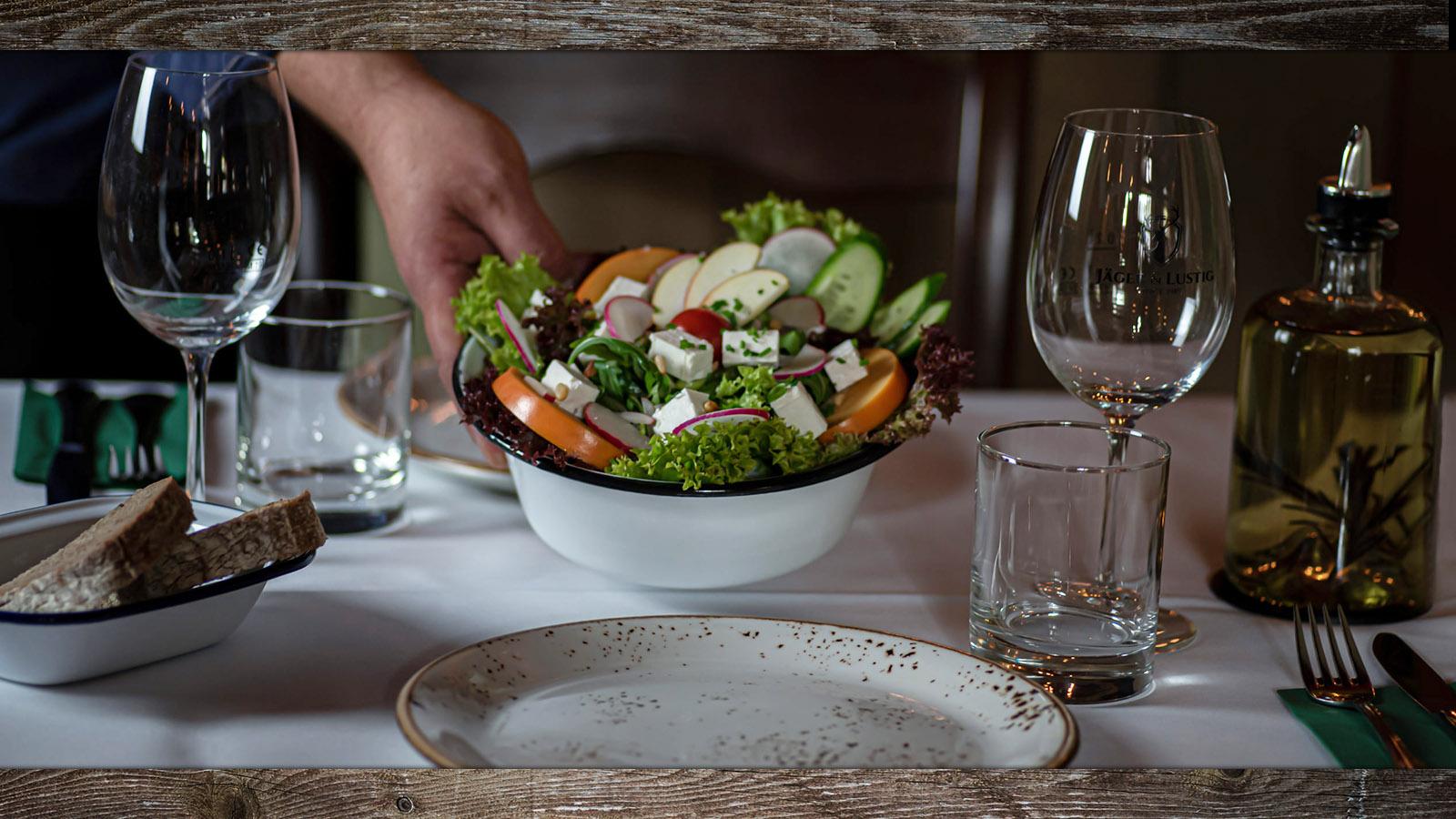 jaeger-und-lustig-berlin-gaststaette-restaurant-bierstube-biergarten-slider-6